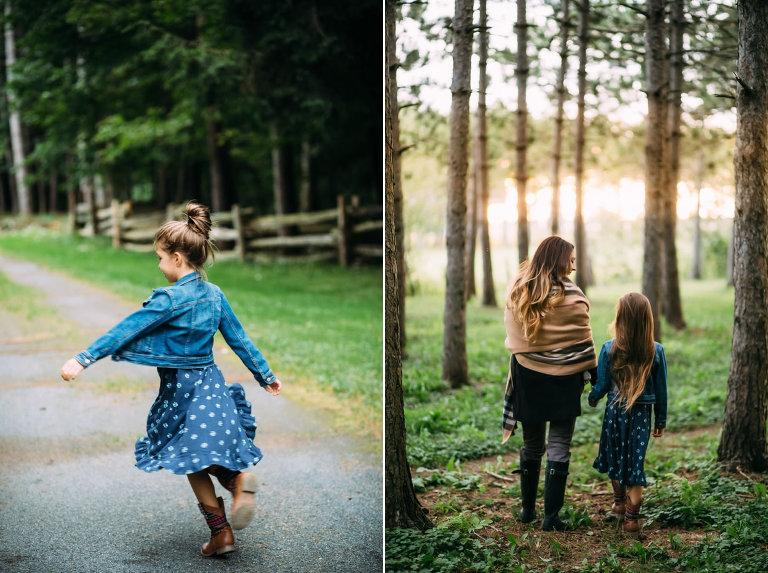 une fille et sa mere marchant main dans la main